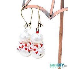 Homemade Beaded snowman earrings -----LetusDIY.ORG|DIY Everything | http://awesomewomensjewelry.blogspot.com