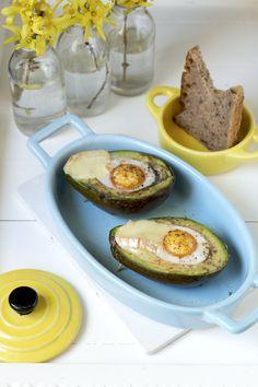 Jajko zapiekane w awokado Avocado Egg, Eggs, Breakfast, Food, Meal, Egg, Essen, Egg As Food, Morning Breakfast