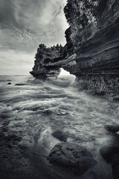 Bali - Tanah Lot, another temple (Bali) photo by toonman blchin.