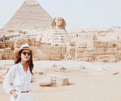 Egypt. All white blouse, pants and hat. partez en voyage maintenant www.airbnb.fr/c/jeremyj1489 http://abnb.me/e/1Bw4yfnlSC