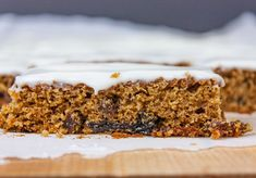 Old fashioned Raisin Bars - Moist, with a tender crumb, plump raisins and perfectly spiced. Yummy Cookies, Yummy Treats, Sweet Treats, Bar Cookies, Cookie Recipes, Dessert Recipes, Bar Recipes, Seafood Recipes, Keto Recipes