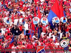La Murga Del Indigente fieles a su equipo el Deportivo Independiente Medellín alentando en cada partido.