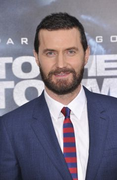 Richard Armitage looking handsome at 'Into the Storm' premiere