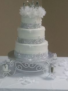 Could use green bling that you bought at craft store 25th Wedding Anniversary Cakes, Anniversary Party Decorations, Anniversary Ideas, Sparkly Wedding Cakes, Wedding Cakes With Cupcakes, Valentine Cake, Celebration Cakes, Vegas Party, Fondant Cakes