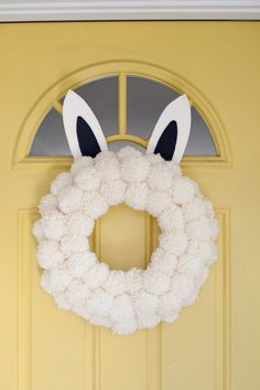 + easter bunny pom pom wreath + Jess VPHM, this is for you Pom Pom Wreath, Diy Wreath, Wreath Ideas, Fun Diy Crafts, Diy Arts And Crafts, Hoppy Easter, Easter Bunny, Boyfriend Crafts, Pom Pom Crafts