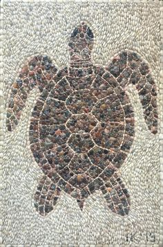 Mosaic turtle made out of pebbles from a beach in Antalya, Turkey, by MusaiKo Mosaic Walkway, Mosaic Rocks, Mosaic Stepping Stones, Pebble Mosaic, Mosaic Diy, Mosaic Garden, Stone Mosaic, Pebble Art, Mosaic Glass