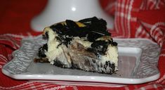 Learn how to make Oreo Cheesecake. This recipe is a classic Oreo Cheesecake with rich, creamy cream cheese and rich Oreos. Bake in a 9 inch spring form pan for 60 to 65 minutes.
