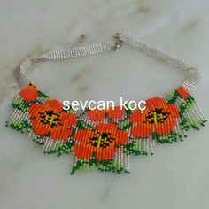 This post was discovered by Se Loom Bracelet Patterns, Beading Patterns, Bead Jewellery, Beaded Jewelry, Collar Redondo, Crochet Necklace, Beaded Necklace, Tea Design, Tear