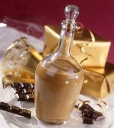 LIQUEUR OF CHOCOLATE NUTS of walnut liqueur, of dark chocolate of liquid cream, sugar according to your taste, of cognac) Yummy Drinks, Healthy Drinks, Spirit Drink, Chocolate Liquor, Beautiful Fruits, Wine And Liquor, Irish Cream, Cocktail Drinks, Clean Eating Snacks