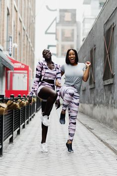 Yes ladies! Nothing motivates us more than a great workout buddy and fab new outfits at everyday low prices. 📸 @TorontoShay & @LilyYange slaying that morning routine 💪💪💪