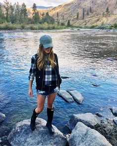 Cool 35 Favored Summer Camping Outfits Ideas That Looks Cool Fall Winter Outfits, Summer Outfits, Cute Outfits, Plaid Shirt Outfit Summer, Camping Outfits For Women Summer, Summer Hiking Outfit, Plaid Outfits, Denim Outfit, Plaid Fashion