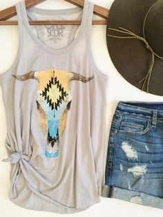 Santa Fe Cowskull Tank. Chase Brand graphics. Western style. Western fashion. Boho chic. Summer vibes. Simple summer outfit. therollinj.com