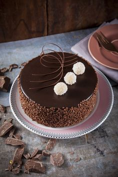 Cake Decorating Frosting, Cake Decorating Designs, Creative Cake Decorating, Cake Decorating Videos, Chocolate Cake Designs, Chocolate Desserts, Chocolate Fondant, Modeling Chocolate, Cupcake Cakes