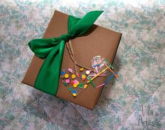 Dica de tags para pacotes de presente que fazemos num vapt-vupt.  #craft #artesanato #diy #gifts