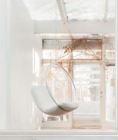 The Bubble Chair by Eero Aarnio. Image courtesy of Eero Aarnio Originals