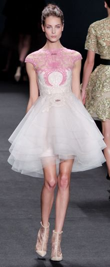 Monique Lhuillier AW14-15 by Christopher Macsurak (CC-BY).