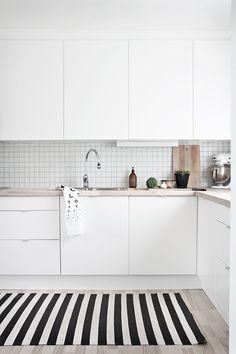 A gallery of minimalist kitchens nordic kitchen, scandinavian kitchen tiles, kitchen white Apartment Kitchen, Home Decor Kitchen, New Kitchen, White Apartment, Kitchen Small, Stylish Kitchen, Kitchen Modern, Design Kitchen, White Kitchen Cabinets