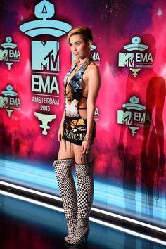 Miley Cyrus sul red carpet agli EMA