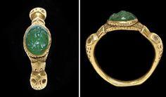 A ROMAN GOLD AND EMERALD FINGER RING  -  CIRCA 3RD CENTURY A.D.