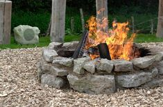 Large irregular rocks make a cool look and are much more interesting than flagstone. Might need to use 'mortar' of some kind to keep things together. Outdoor Sound System, Outdoor Speaker System, Outdoor Speakers, How To Build A Fire Pit, Diy Fire Pit, Fire Pit Backyard, Fire Pit Images, Outside Fire Pits, Portable Fire Pits
