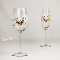 """Svadobné poháre """"Heart""""  jedinečná a my túžime, aby ste sa tak cítili v každej maličkosti. Vytvorili sme pre Vás tento svadobný pohár, ktorý nemusí zostať iba kusom skla, ale verte či nie dokáže o Vás veľa vypovedať."""