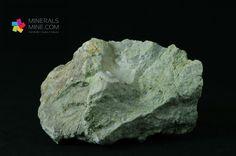 Skupienia zielonego chalcedonu  Pochodzenie: Szklary, Polska Wymiary:  11.0 x 7.5 x 7.5 cm Waga: 540 g Wzór chemiczny: SiO2 Gromada: Tlenki
