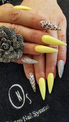 Stilleto nails