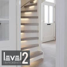 #level2 traprenovatie #trap bekleden #trap renoveren #traprenovatie #led-verlichting Style At Home, Home Id, Staircase Design Modern, Modern Stairs, Interior Design Living Room, Living Room Designs, Open Trap, Basement Inspiration, Stairs