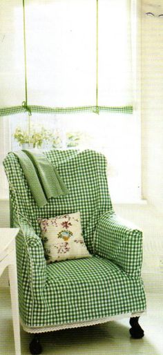 Would be easy and upbeat for the Syd-Livvy room. gingham slipcovered chair and gingham trimmed roll-up shade Home Interior, Interior Design, Decoration Shabby, Estilo Country, Slipcovers For Chairs, Take A Seat, Cottage Style, Upholstery, Sweet Home