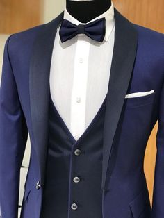 Product : Capstone Slim Fit Smokin Tuxedo color code : Navy blue Size : EU [ ] Suit material: Polyester, Viscose Machine washable : No Fitting : Regular Slim Fit Remarks: Dry Cleaning only Men's Tuxedo Wedding, Best Wedding Suits, Blue Suit Wedding, Stylish Mens Fashion, Mens Fashion Suits, Mens Suits, Tuxedo Colors, Blazer Outfits Men, Dress Suits For Men