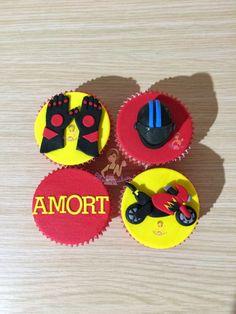 Cupcakes con moto / casco de moto / guantes de moto / amor / mensaje