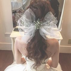Get ready to look ravishing on your big day with these wedding hairstyles with flowers. Wedding Hair Flowers, Flowers In Hair, Wedding Colors, Barbie Wedding Dress, Hair Arrange, Hair Ornaments, Wedding Hair Accessories, Bride Hairstyles, Hair Today