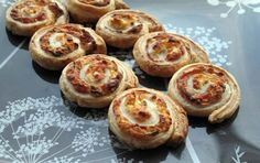 Ham and Leek Roll Ups. A perfect party appetizer. Party Snacks, Appetizers For Party, Ham And Cheese Pinwheels, Game Day Food, Mini Foods, Tray Bakes, Finger Foods, Tapas, Baking