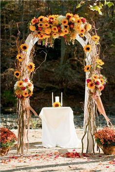 Идеи осенних арок для выездной регистрации свадьбы.