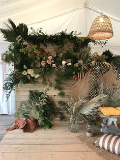 Foliage and Floral wall installation made from natural wodden pallets and fresh and dried elements. Florals used were peonies in soft pastel shades. Homedried tropical leaves in varying neutral shades. Perfect for a 2018 summer beach wedding! Flower Installation, Wall Installation, Dried Flower Arrangements, Dried Flowers, Rustic Wedding Archway, Palm Springs Style, Flower Backdrop, Floral Wall, Tropical Leaves