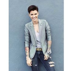 Ruby Rose as Stella Carlin - Androgynous Estilo Tomboy, Tomboy Stil, Tomboy Outfits, Tomboy Fashion, Queer Fashion, Emo Outfits, Orange Is The New Black, Beauty And Fashion, Look Fashion