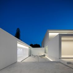 House Between the Pine Forest is a minimal family home located in Paterna, Spain, designed by Fran Silvestre Arquitectos to reflect the family& memories. Minimalist Architecture, Contemporary Architecture, Architecture Design, Pavilion Architecture, Residential Architecture, Japanese Architecture, Landscape Architecture, Mediterranean Architecture, Sustainable Architecture