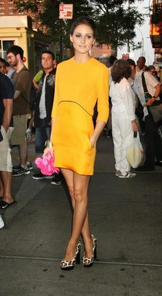 Olivia Palermo looks great in this mustard dress! She's a true fashionista! Estilo Olivia Palermo, Olivia Palermo Style, Olivia Palermo Wedding, Style Work, Love Her Style, Simple Style, Fashion Mode, Love Fashion, Fashion Finder
