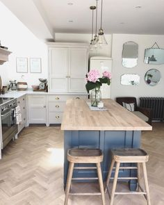 One Wall Kitchen Designs - Home Like Art One Wall Kitchen, Diy Kitchen Decor, New Kitchen, Kitchen Design, Kitchen Ideas, Blue Shaker Kitchen, Kitchen Walls, Farrow And Ball Kitchen, Kitchen Diner Extension