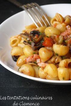 Pâtes sauce tomate épicée, champignons et lardons
