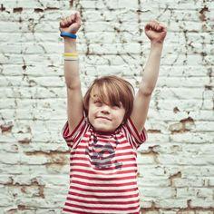 Zo maak je kinderen weerbaar tegen pesten: 5 oefeningen – Klasse Coaching, Parenting, Water, First Class, Training, Gripe Water, Childcare, Life Coaching, Raising Kids