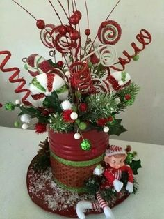 50 Fancy Christmas Hat Ideas That Trending In 2019 - Accessories Christmas Lanterns, Christmas Table Decorations, Christmas Wreaths, Christmas Ornaments, Christmas Projects, Christmas Crafts, Deco Table Noel, Christmas Floral Arrangements, Whimsical Christmas