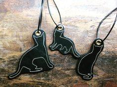 クロネコ3匹 #coyoteleathergoods #gypsyworks #革工房gypsy #レザーチャーム by gypsyworks