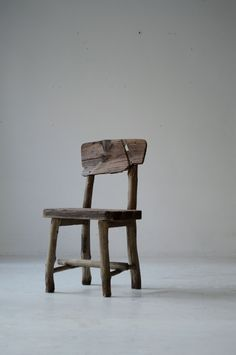 Chair Design Ideas Woodworking is a multifaceted craft that can result in many beautiful and useful pieces. Wooden Furniture, Table Furniture, Furniture Design, Wallpaper Furniture, Rough Wood, Japanese Interior, Woodworking Bench, Furniture Inspiration, Table And Chairs