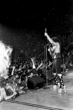 Hulman Center Terre Haute, IN November 1975 Photo Waring Abbott Rock N Roll Music, Rock And Roll, Vinnie Vincent, Vintage Kiss, Eric Carr, Kiss Pictures, Kiss Photo, Paul Stanley, Kiss Band