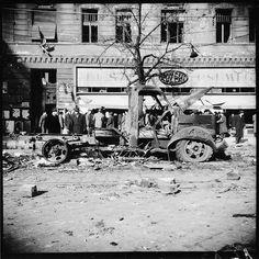 Saáry Évát, a fiatal geológust, 1956. október 23-a eseményei mozdították ki a Pest Vidéki Ásványbánya Vállalatnál végzett, már-már megszokott munkájából. Írásaiból, valós életrajzi vonatkozásokból épített novelláiból (Az a nap, Bújócska a halállal) az is… Budapest Hungary, World History, Ww2, Revolution, Roots, Marvel, Retro, Hungary, History Of The World