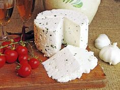 házi sajt Queso Cheese, Queso Fresco, Camembert Cheese, Food And Drink, Dairy, Favorite Recipes, Dishes, Gastronomia, Yogurt