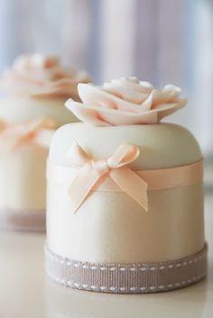 mini cakes. these are sooo perfect!