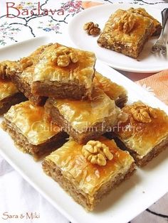 Culorile din farfurie: Walnut Baklava Torta pasta fillo e noci Baclava Recipe, Filo Pastry, Romanian Food, Sweet Cakes, Saveur, Sweet Recipes, Food And Drink, Cooking Recipes, Sweets