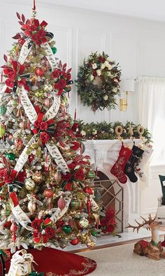 Diy Christmas Tree Skirt, Elegant Christmas Trees, Ribbon On Christmas Tree, Christmas Tree Design, Christmas Tree Themes, Christmas Tree Toppers, Christmas Tree Decorations, Decorated Christmas Trees, Christmas Tree Outside